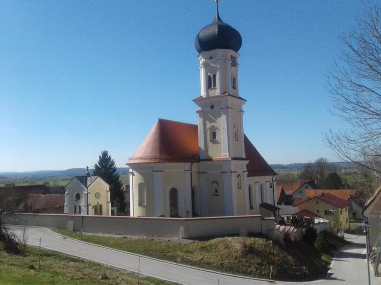 Beispiel von Zimmerei Reichart einer sanierten Kirche