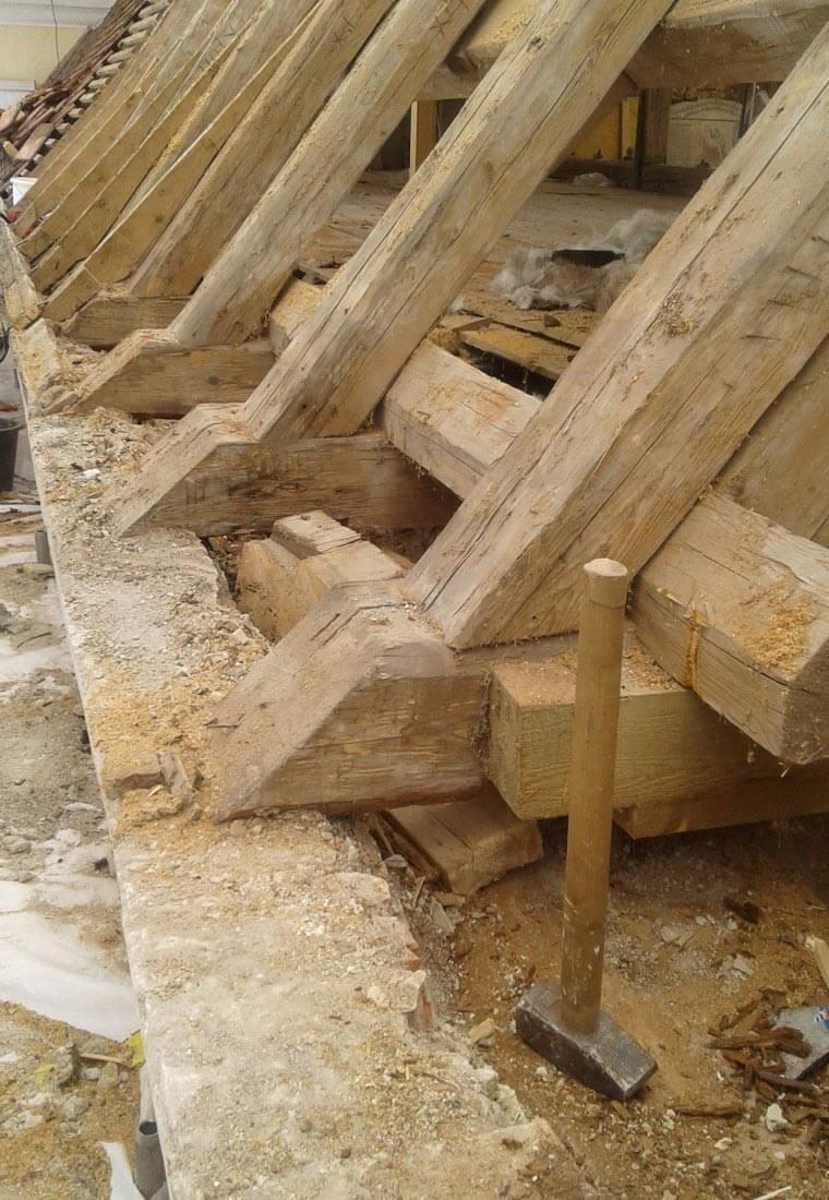 Dachstuhl bei der Sanierung durch Zimmerei Reichart