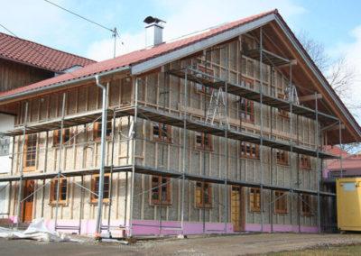 Zwischenschritt der Außensanierung von Holzbau Zimmerei Reichart