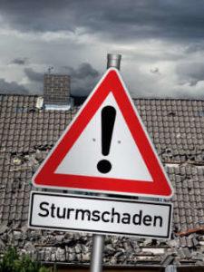 Warnschild für Sturmschäden