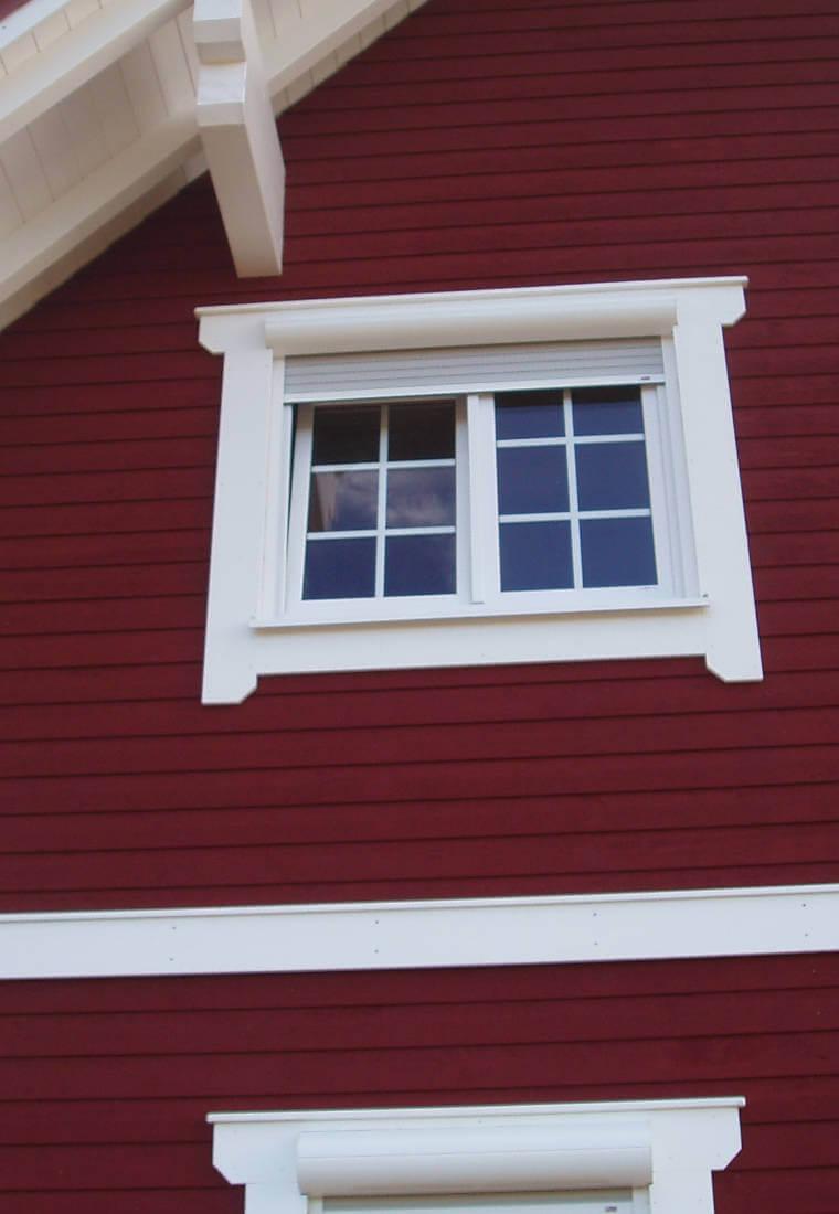 rotes Holzhaus, Fassade bei Holzbau Reichart